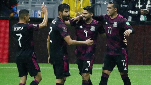 México en festejo de gol. EFE