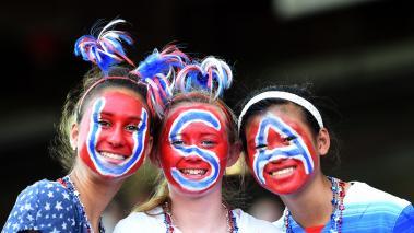 Los Fans de Estados Unidos se mostraron como los más creativos a pesar de que su equipo sacó un empate 0-0 ante Suecia. (Photo: Getty Images)