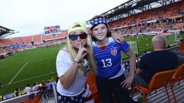 Los aficionados se dieron cita en el graderío para ser testigos de la gran final entre Estados Unidos y Canadá en el Preolímpico Femenino CONCACAF. Foto: Mexsport