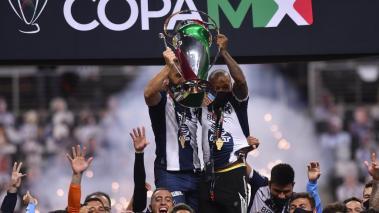 Nicolas Sanchez y Dorlan Pabon en festejo con el trofeo de campeon de la Copa MX, durante el juego de vuelta de la final del torneo 2019-2020 de la Copa MX , entre Rayados de Monterrey y Xolos de Tijuana, celebrado en el estadio BBVA Foto: Imago7