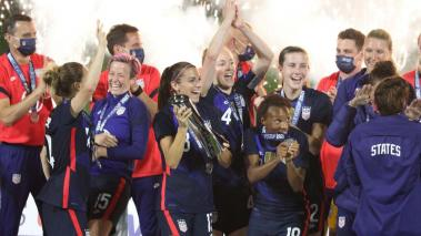 Team USA players celebrate after winning the 2021 SheBelieves Cup at Exploria Stadium in Orlando, Florida on February 24, 2021. The US women's national team finished with a perfect 3-0 record, after defeating Argentina in the last game 6-0. (Getty Images)