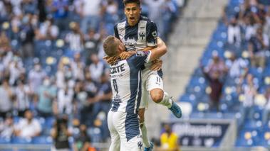 Maxi Meza festeja el segundo gol con Janssen. (FOTO: Mexsport)