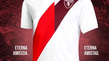 Camiseta del Torino inspirada en River Plate
