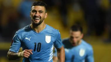 Giorgian de Arrascaeta de Uruguay celebra hoy tras anotar contra Bolivia, durante un partido por las eliminatorias sudamericanas al Mundial de Qatar 2022, en el estadio Centenario de Montevideo (Uruguay). EFE