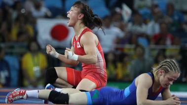 La japonesa Eri Tosaka obtiene el oro en lucha libre en 48 kg.