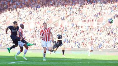 Los Reds le dieron la vuelta en tres minutos para vencer a los Potters 1-2 y mantenerse en sitios de Champions League.