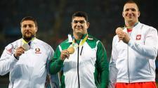 Dilshod Nazarov, de Tajikistán fue premiado con medalla de oro en lanzamiento de martillo. (EFE)